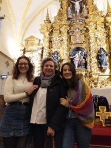 Alba con Feli Martín, delegada de Misiones de Bilbao y Jaione López Aparicio